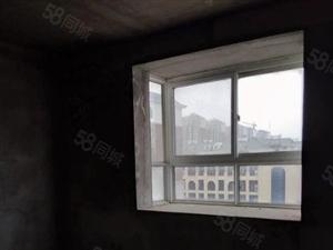 交通便利学校旁边3室2厅2卫看房方便送地下室