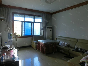 山水酒店旁三室二厅带家具家电出租!