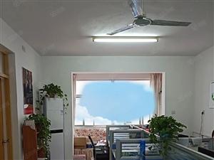 湖景房,东湖花园好楼层,3居室,有证可按揭,带储藏室