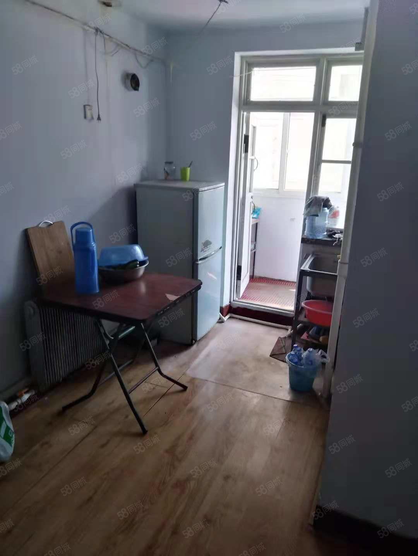 季度租:威尼斯人娱乐开户站东300米1室6楼冰箱热水器空调宽供暖600元