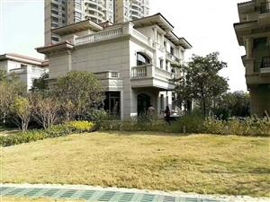 碧桂园钻石湾别墅基建100平方,花园240平方,小区物业好。