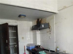 海南日报斜对面、1房1厅1300元急租、看房方便