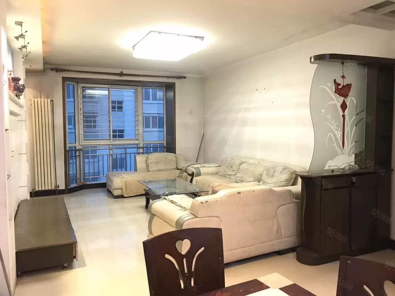 通泰路龙鑫苑素质住户南北通透三房仅售200万有钥匙