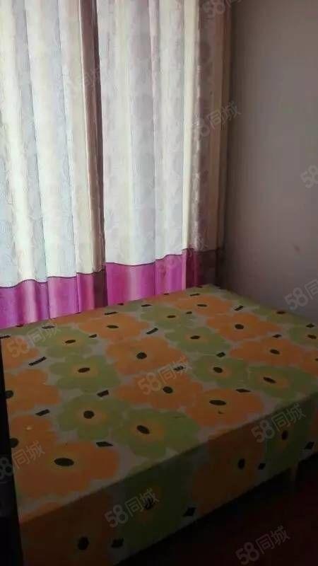 泸县县医院附近3室2厅2卫住房出租!