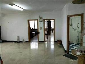 王府酒店附近3室1厅简单装修所在低层顶楼6层不包费用