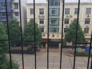 七一路口近三室一厅简装三楼好停车出行方便