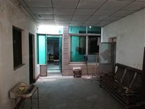 坛山小区附近独家独院,上下二层,院子已封闭学校菜市场咫尺之间