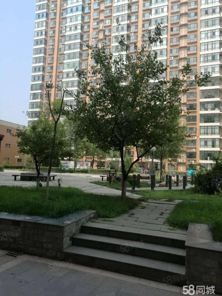 凤凰苑三室简装高层能做饭能洗澡紧邻人民公园办公和