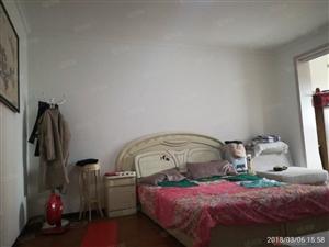 两淮新城D区8楼三室精装房主急卖