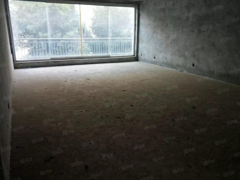 西山路单位房,毛坯4房,带车库出售,户型方正,采光巴适