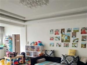 银龙新苑4/6楼,小区中央,3室2卫,赠送部分家具,60万