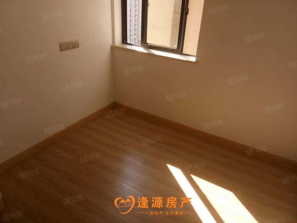 万达华城B区三房一厅一卫简单装修可办公也可以居家