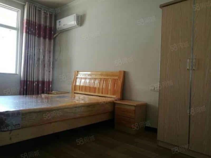 出租潜山八一大市场三室一厅一卫简装房