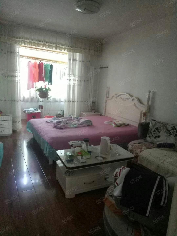 彩虹老生活区,三室一厅一卫