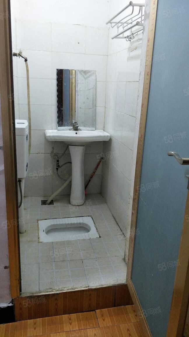 房子干净整齐采光好,租金实惠,有需要的可随时看房