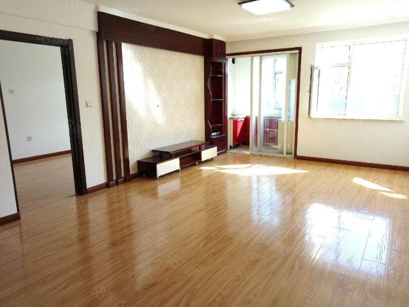 205医院华光转盘实华园万意空间3楼59平精装地暖一室可贷款