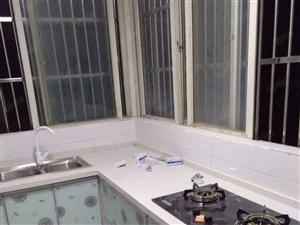 建材市场,三室两厅一厨一卫,精装修
