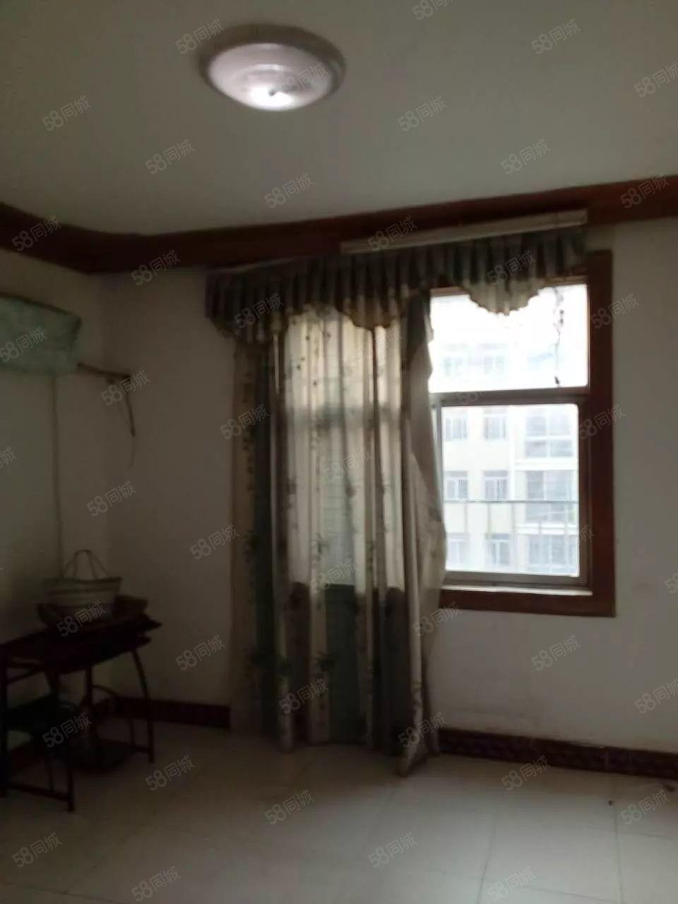 美高梅注册农商行宿舍5楼中等装修7000无需交物业费