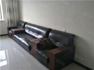 东湖豪庭精装家具家电齐全1300半年租押1