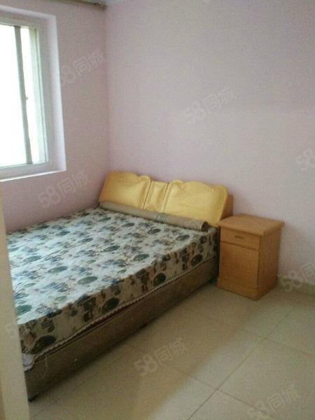 大学路两室一厅1楼家电齐全月租1300