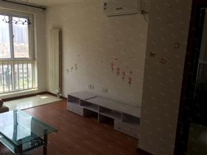 新上竹韵山色套一厅2600元/月还可议随时可以看房子