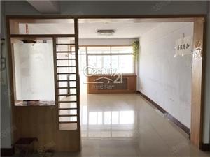 《C21》香港街3室2厅1卫满五顶楼精装修客厅向阳