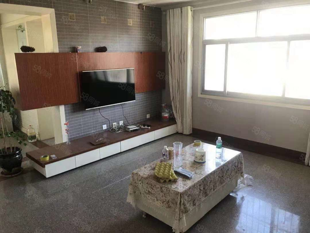 会堂旁边聂耳路建筑公司3室精装带家具家电拎包入住