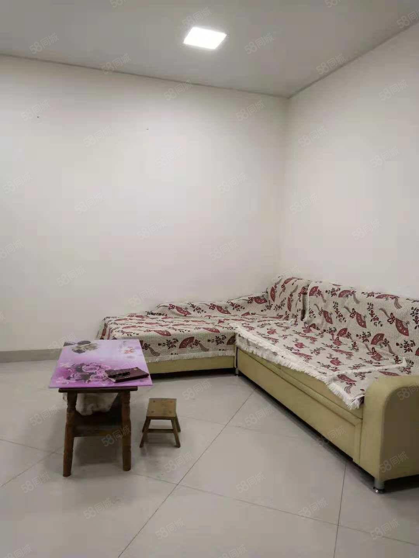 滨江新村2期3室2厅,有空调2台,停车免费