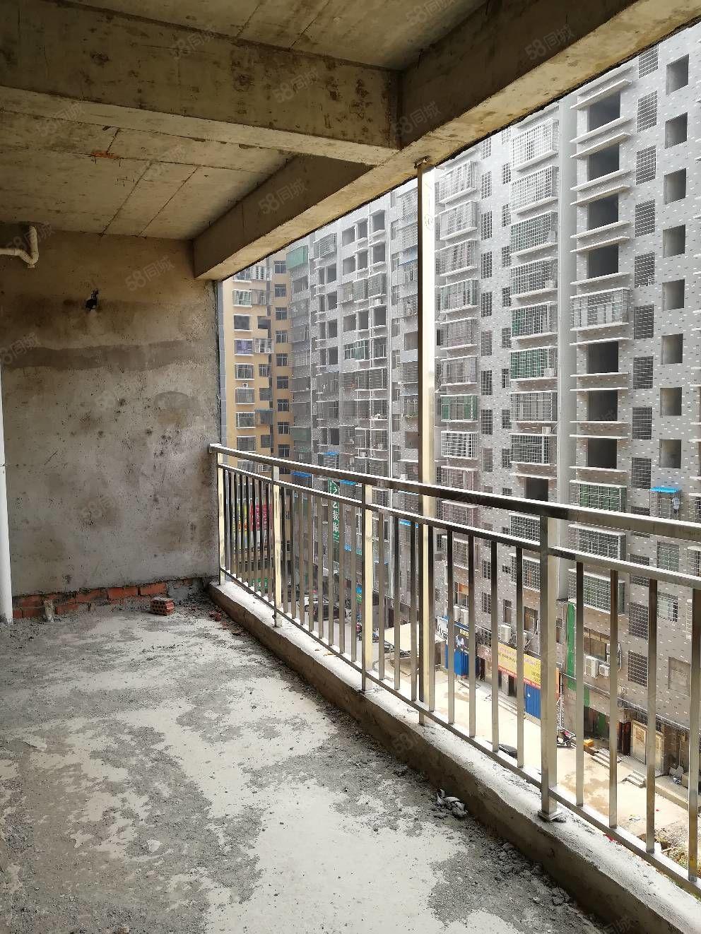 富源小区电梯房,126平三室二厅二卫,毛坯,33.8万