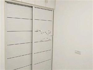 西班牙风情三室一厅精装修