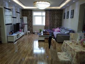 理想城,精装大三房,满五唯一,40的装修,诚心出售,看房方便