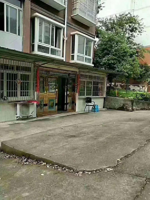 一楼一楼4个门面带坝子带戴帽子可改住房茶馆养老居家