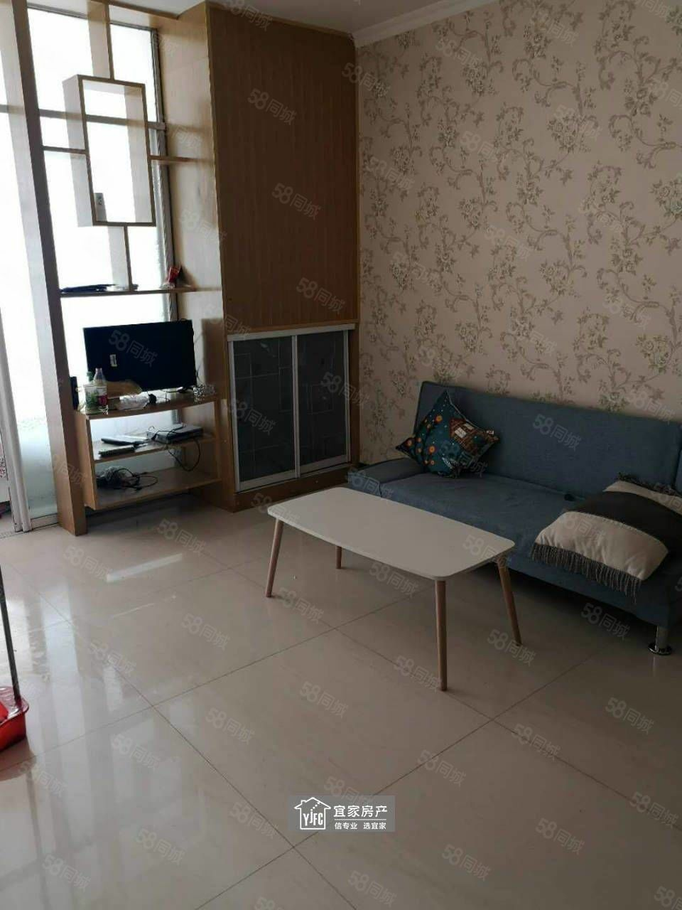 龙翔公寓精装修一室一厅家电齐全一年一万