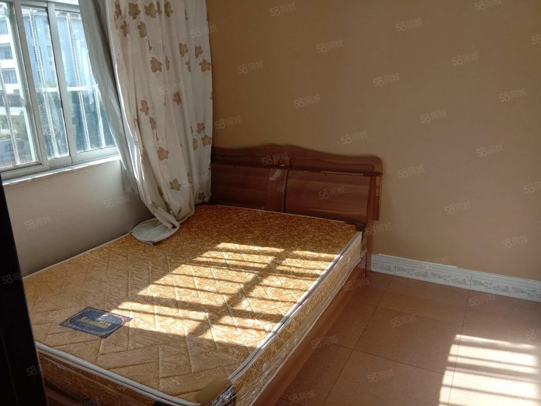 单身公寓端头房采光好带有简单家具离聂耳广场较近生活