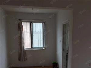 出租冠亚H区10楼电梯房出租,3室一厅一卫,屋里干净整洁