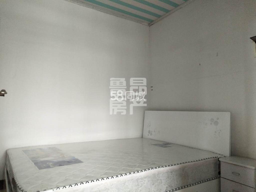 川中大市场3室1厅1卫