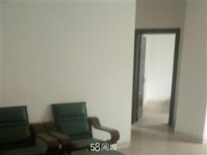 市中心三室二厅二卫带简单家具出3室2厅2卫