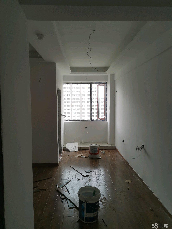 枣山南站旁,小套一公寓。
