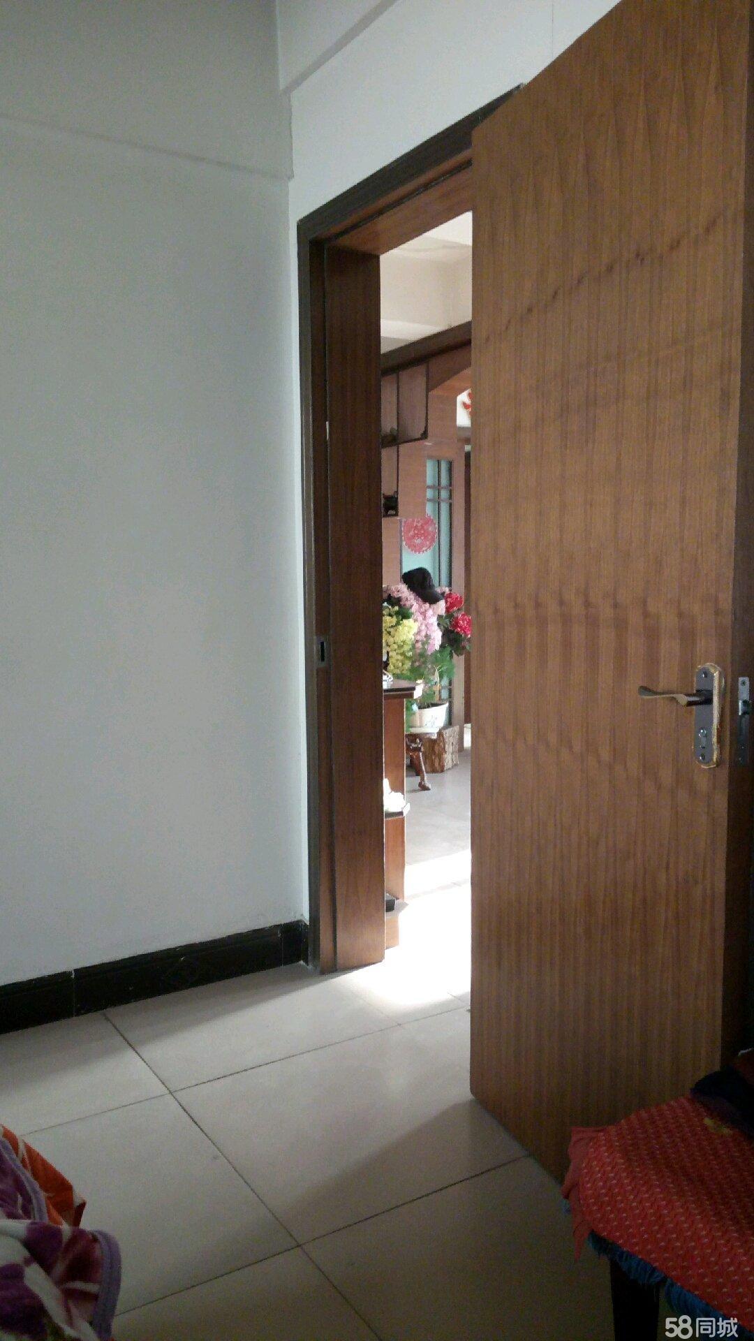 武山县城中心广场4室2厅2卫