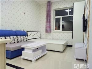 南湖南湖广场旁1室1厅35平米精装修押一付一