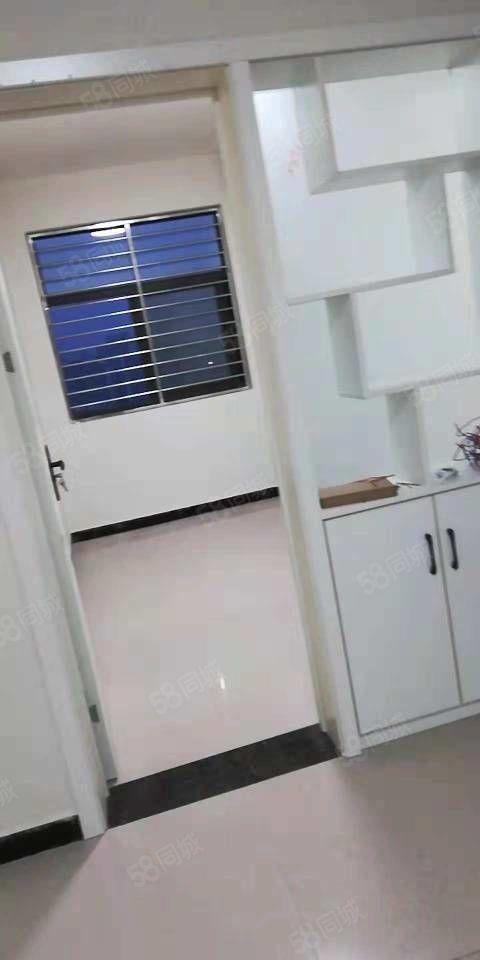 好房出租靠近学区房出入方便小区环境不错采光好