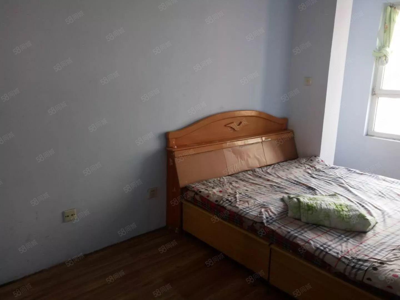 出租华维家园3楼75平随时入住季度租800元,年租7500元
