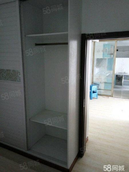 钻石九座两室一厅精装修屋内干净整洁家电齐全拎包入住停车方便