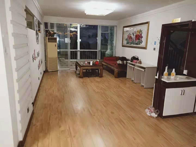 书香家园B区140平3室2卫家具家电齐全年租2万包物业