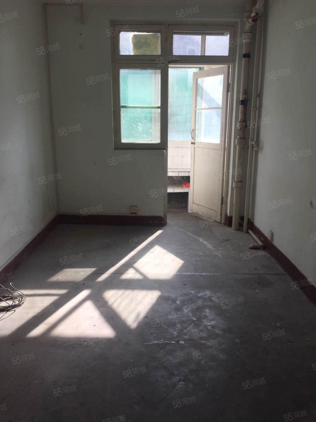 七厂十字西北角《供电局家属院》三楼两室简单装修