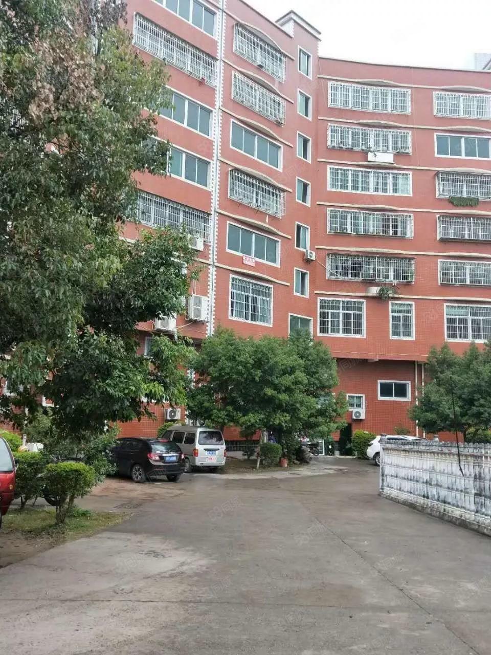 新城花园套房出售,两证齐全,毛坯房,自由装修设计使用。