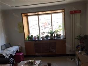 南菜园南二区一层86平米大两居2600元