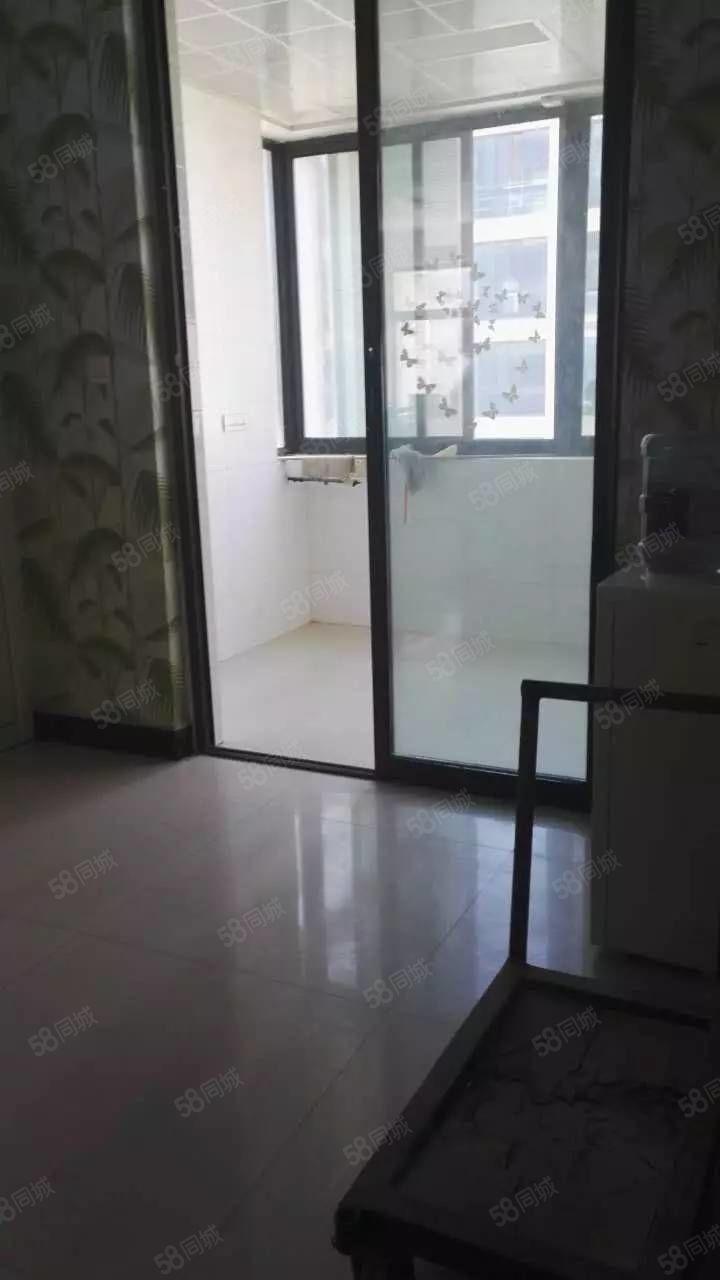 高新区锦华苑精装大四房看房有钥匙仅售263万带车库带地下室