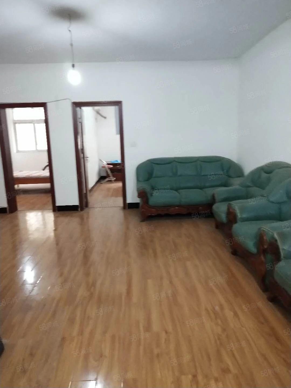 雨田小区,2楼简装房,2房2厅,可以拎包入住,800元每月