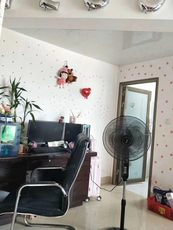 金城丽都单身公寓出售,两证齐全,中等装修,可拎包入住。